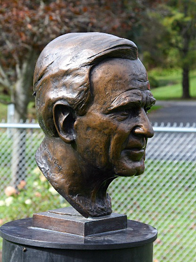 George Bush | Alexander-Sculpture-Garden Clarence New-York