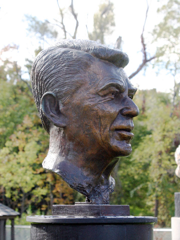 Ronald-Reagan | Alexander-Sculpture-Garden Clarence New-York
