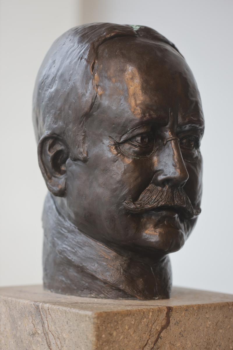 Adolf Lucas | Foyer Landrat-Lucas Gymnasium